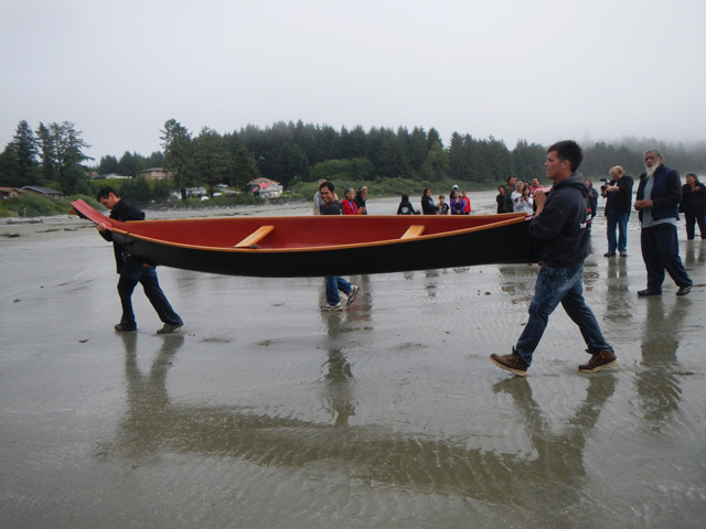 traditional dugout nuiuchahnulth canoe